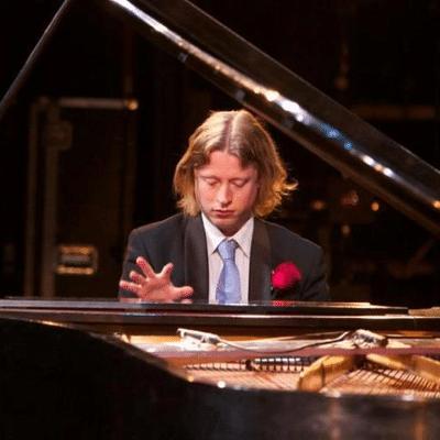 Waar kunt u een goede pianist huren?